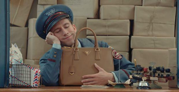 prada-borsa-galleria-the-postman-dreams-video-default-20150409475910